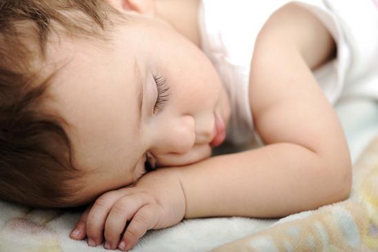 Сколько должен спать ребенок  в 2 месяца: таблица, плохой сон днем, ночью