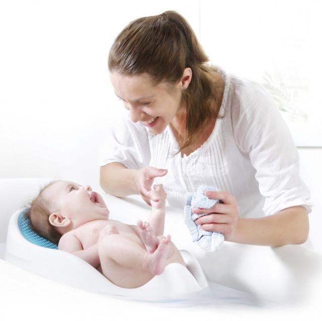 Как первый раз купать новорожденного  ребенка дома: видео