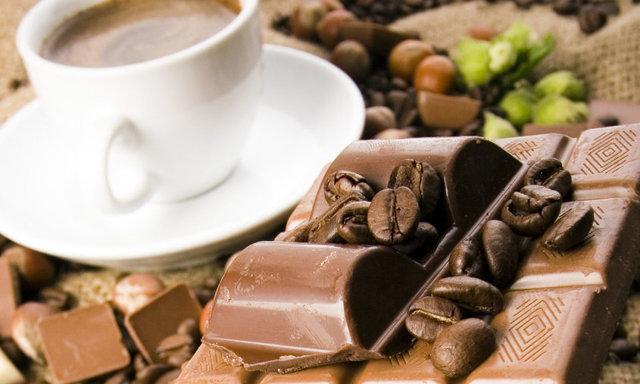 Шоколад при грудном вскармливании ????: можно ли кормящей маме, когда?