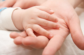 При температуре у ребенка ноги и руки холодные ????: почему и что делать?