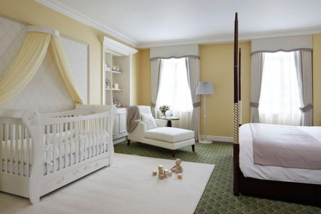 Дизайн спальни с детской кроваткой: советы по оформлению интерьера с фото