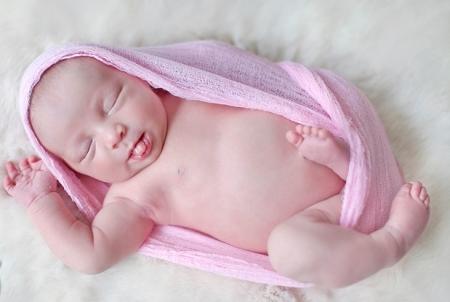 Почему грудничок высовывает язык : причины у новорожденного ребенка