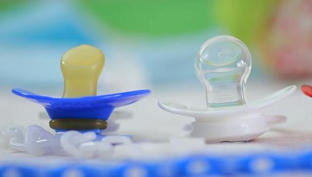 Ортодонтическая пустышка : фото и лучшие ортопедические соски от 0 до 6 месяцев