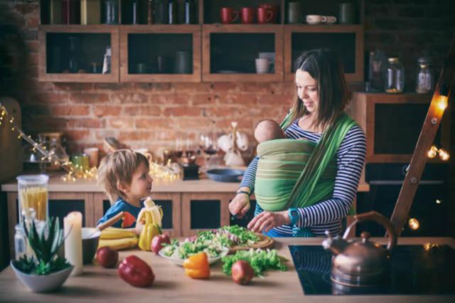 Можно ли молоко при грудном вскармливании ???? кормящей маме в первый месяц?