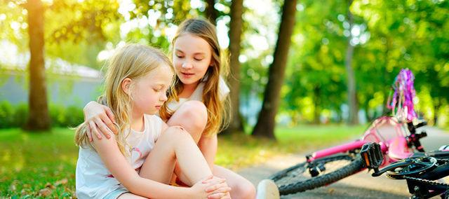 Опух глаз у ребенка, заплыл и покраснел : что делать при отеке, в чем причины?