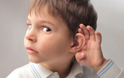 Почему у ребенка много серы в ушах темного цвета: причины и способы устранения проблемы