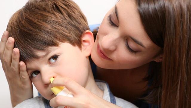 Физраствор для промывания носа новорожденному и грудному ребенку до года в домашних условиях
