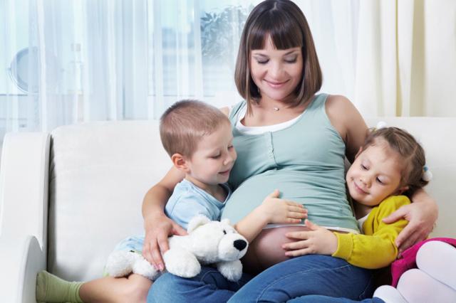 Ребенок в животе не шевелится или делает это редко: причины, поводы для беспокойства