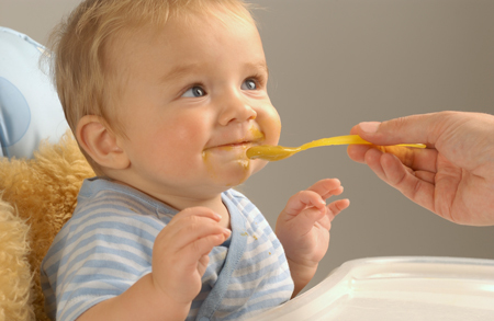 Детский кефир и творог: как вводить в прикорм, сколько можно давать ребенку в 1 год?