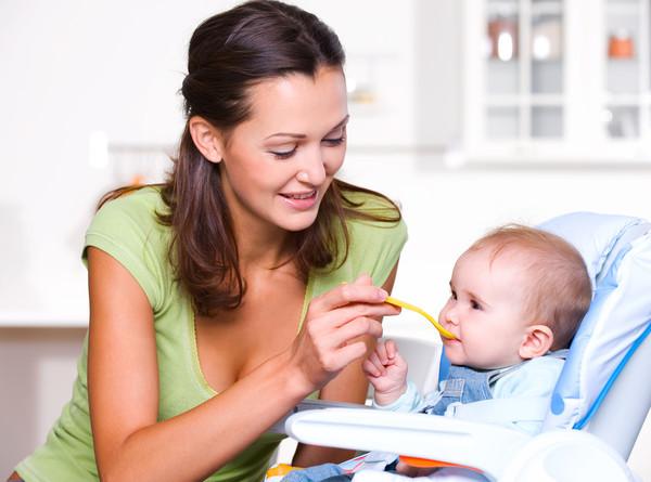 Со скольки месяцев можно давать манную кашу ребенку: рецепты манки для грудничка