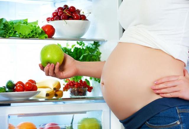 Что нельзя есть беременным на ранних сроках, а что нужно и полезно?
