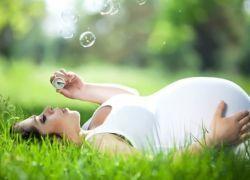 Зеленые воды при родах: причины и последствия для ребенка и роженицы