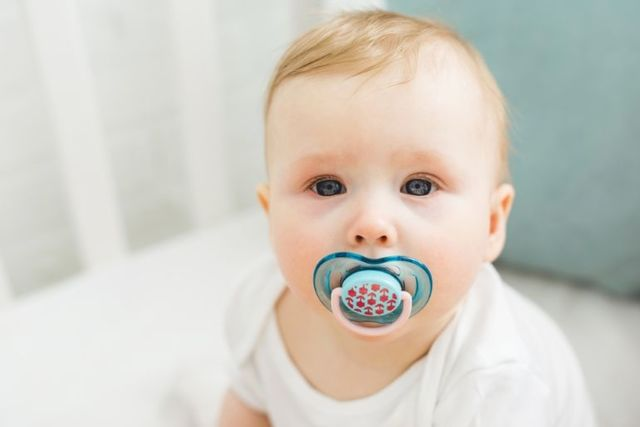 Как отучить ребенка от соски-пустышки в 1-2 года: советы Комаровского