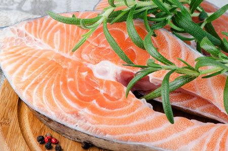 Какую рыбу можно давать ребенку в 9-10 месяцев, с какой начинать прикорм, когда?