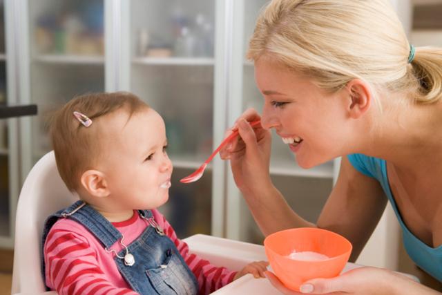 Питание ребенка в 5 месяцев: что можно давать крохе кушать и пить - меню в таблице