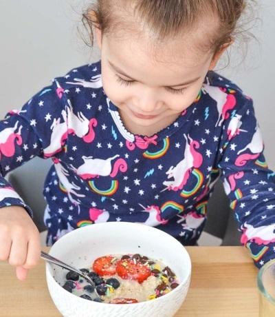 Овсяная каша для грудничка: с какого возраста можно давать ребенку, как приготовить?