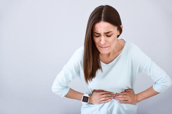 Колики в животе при беременности: причины, симптомы и методы лечения
