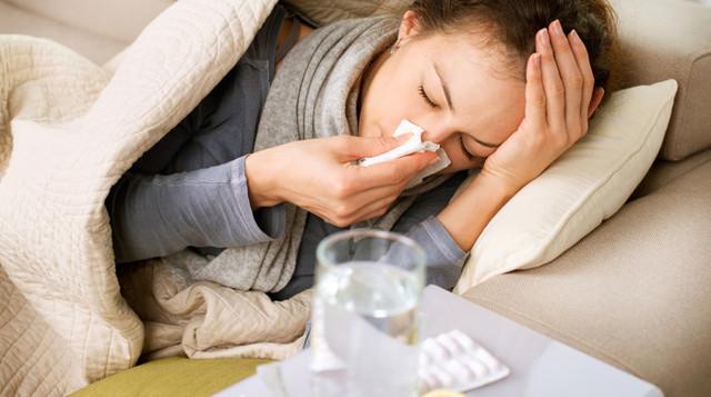 Лечение простуды у детей при первых признаках: лекарства и народные средства
