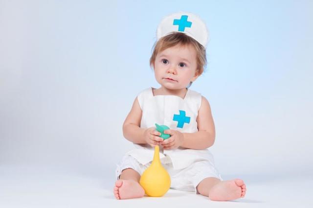 Как сделать клизму новорожденному ребенку в домашних условиях: видео