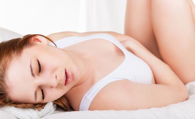 Белые выделения при беременности на ранних сроках: творожистые и жидкие, слизистые и кремообразные