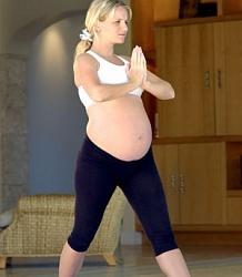 Гранатовый сок при беременности: можно ли пить, чем полезен напиток?