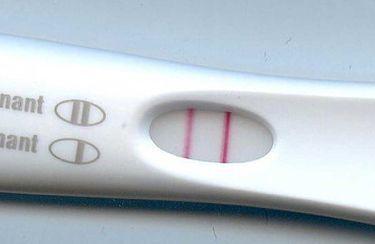 Вторая полоска на тесте бледная: что это значит, наступила ли беременность?
