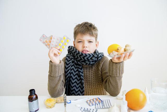Как лечить горловой кашель у ребенка: медикаменты и народные средства