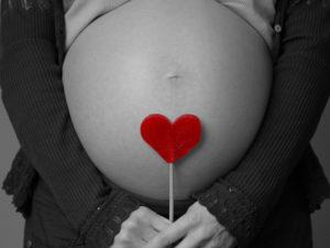 Простуда при беременности: чем лечить на разных сроках, опасно ли заболевание для ребенка?