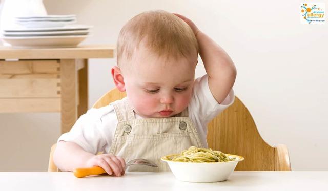Аллергия на яйца у ребенка: характерные симптомы с фото и особенности лечения