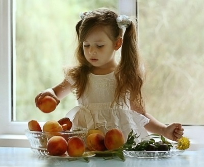 С какого возраста можно давать ребенку персик и нектарин, со скольки месяцев он разрешен грудничку?