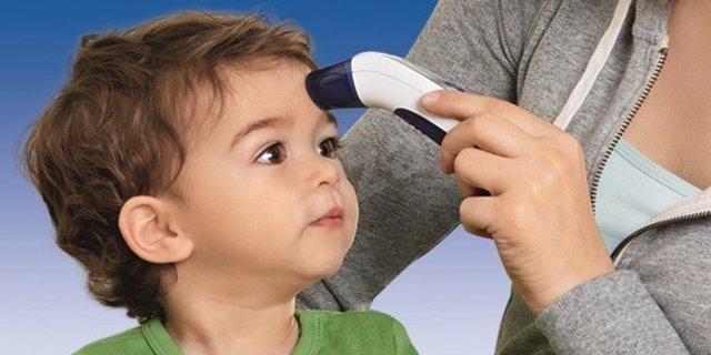 Как мерить температуру грудничку и новорожденному, как измерить без градусника?