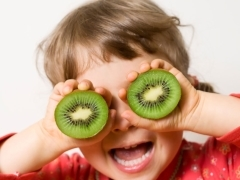 С какого возраста можно давать ребенку хурму: польза и вред до 3 лет