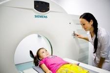 МРТ головного мозга ребенку и КТ-диагностика: что показывают, с какого возраста разрешены процедуры?