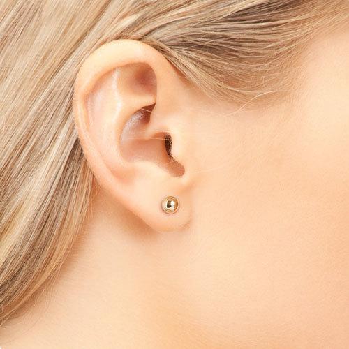 Как обрабатывать уши после прокола пистолетом ребенку, сколько времени они заживают?