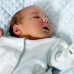 Каких врачей нужно пройти в 1 месяц новорожденному: список обследований (осмотр)