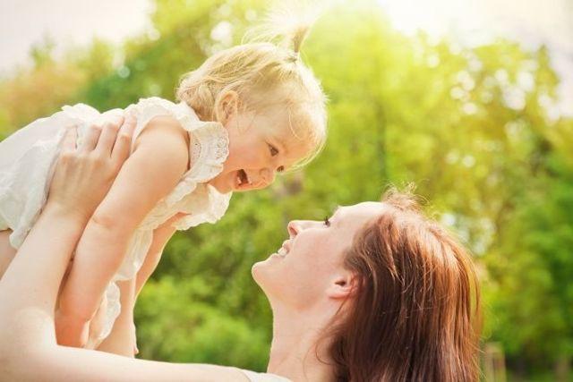 Сколько должен съедать ребенок в 2 месяца: смеси и грудного молока в одно кормление?