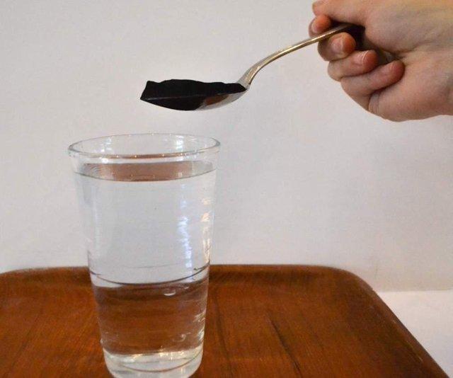 Активированный уголь при беременности: можно пить на ранних и поздних сроках при поносе, отравлении?