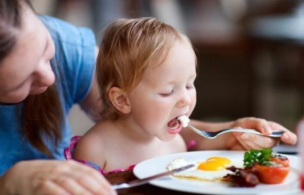 Когда ребенку можно давать свежий огурец - с какого возраста, чем полезен и бывает ли аллергия?